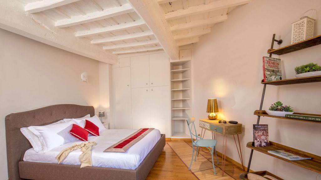 myapartsuite-rome-luxury-navona-apartment-room-3
