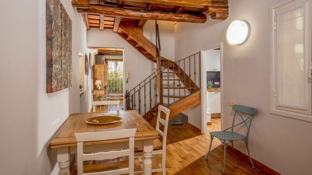 myapartsuite-rome-luxury-navona-apartment-dining-room-2