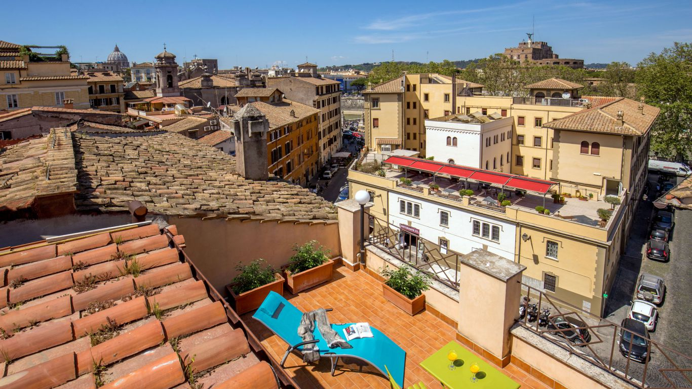 myapartsuite-rome-luxury-navona-apartment-room-outside