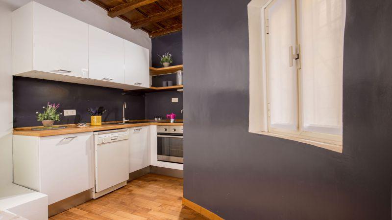 myapartsuite-rome-luxury-navona-apartment-kitchen