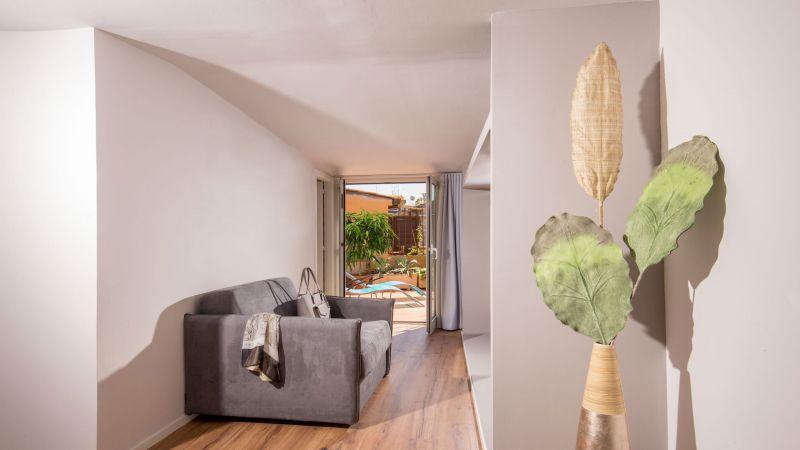 myapartsuite-rome-luxury-navona-apartment-room-entrance-3