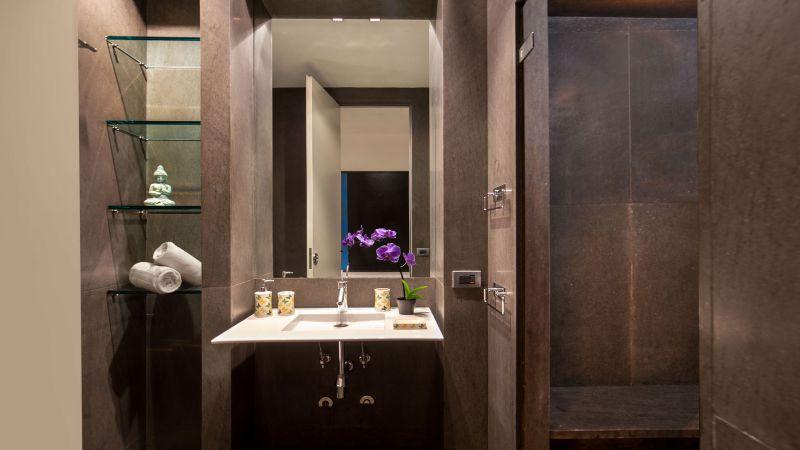 myapartsuite-rome-luxury-torre-argentina-apartment-bathroom
