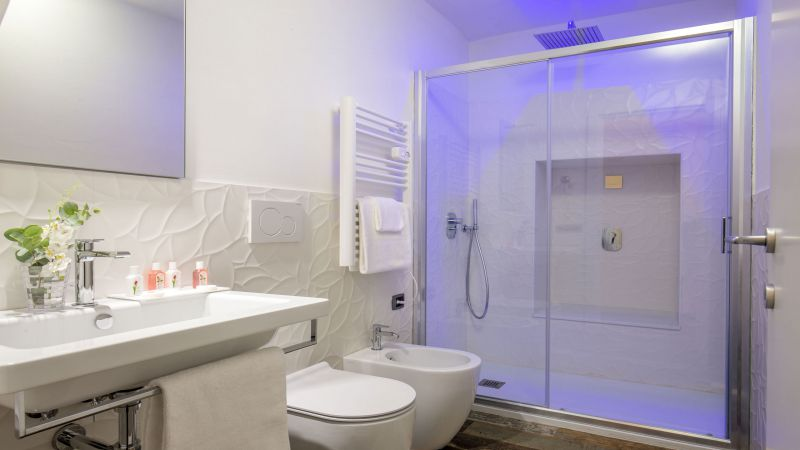 myapartsuite-rome-pantheon-guesthouse-bathroom-2
